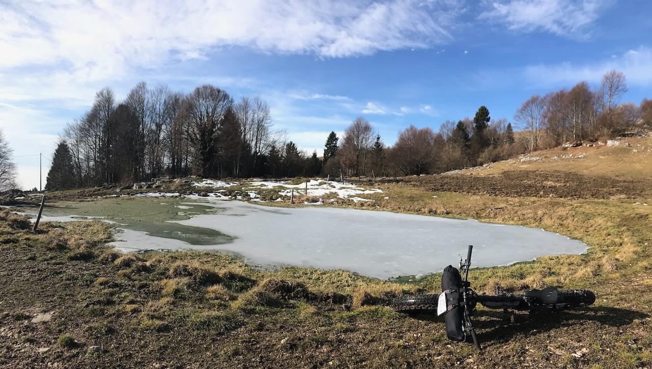 laghetto-ghiacciato-a-Lusiana